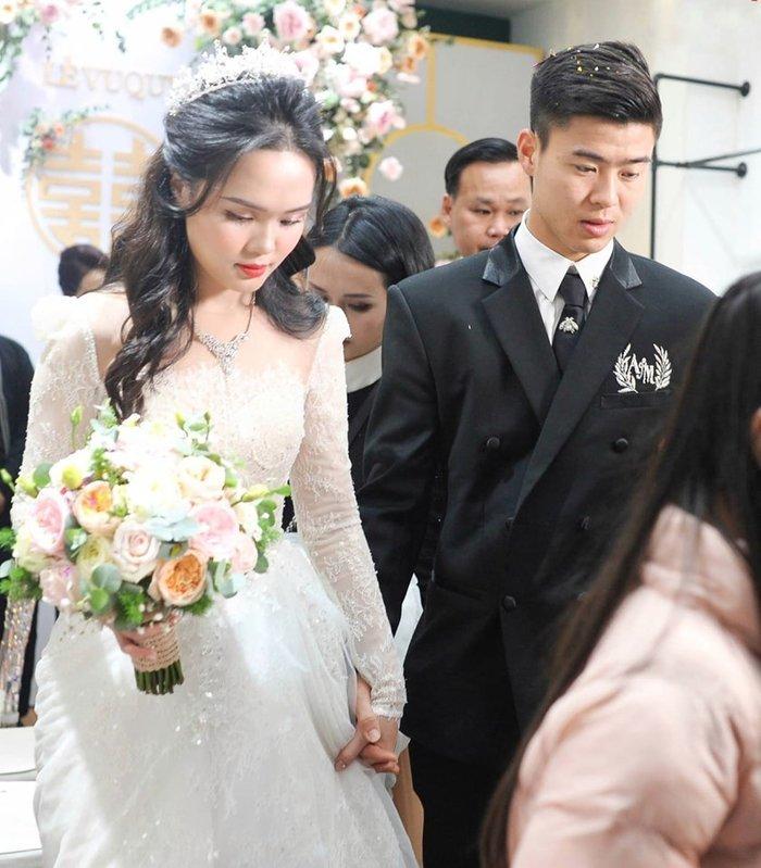 Đám cưới của Duy Mạnh và Quỳnh Anh có thể nói lớn nhất làng bóng đá Việt Nam. Nhưng quan trọng hơn cả là tình yêu của Duy Mạnh dành cho Quỳnh Anh khiến nhiều người phải ngưỡng mộ.