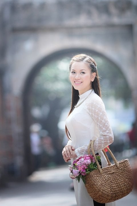 Mê mẩn cô gái Hà Nội, chàng trai ngày ngày đi chợ sớm mua hoa ném vào cổng nhà thì bị bố vợ tương lai bắt gặp, diễn biến tiếp theo mới bất ngờ 4
