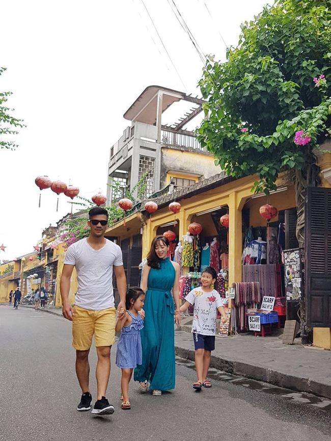 Mê mẩn cô gái Hà Nội, chàng trai ngày ngày đi chợ sớm mua hoa ném vào cổng nhà thì bị bố vợ tương lai bắt gặp, diễn biến tiếp theo mới bất ngờ 6