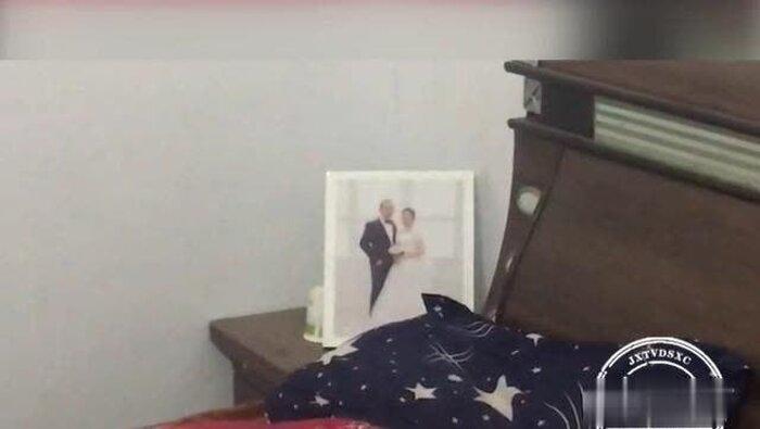 Anh Lý cùng cô dâu tương lai đi chụp ảnh cưới để chuẩn bị tổ chức hôn lễ.