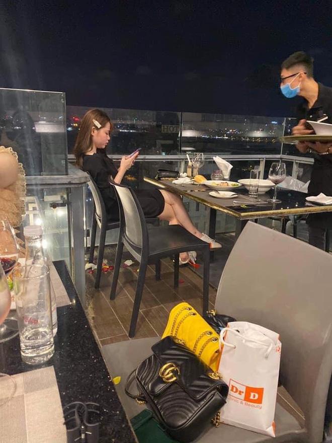 Huỳnh Anh trong ảnh tự đăng và ảnh 'bị' chụp (Ảnh: FBNV)