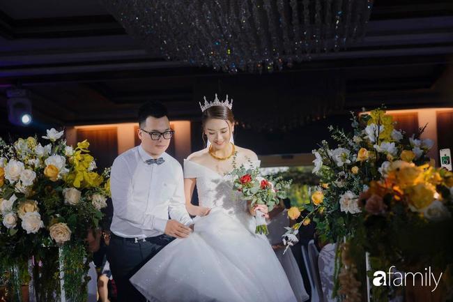 Đám cưới được tổ chức.