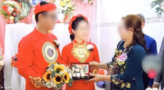Màn nạp tài khủng 1,8 tỷ tiền mặt của chú rể miền Tây, nhà cô dâu cũng ''đáp lễ'' bằng số lượng vàng và kim cương chẳng kém cạnh 3