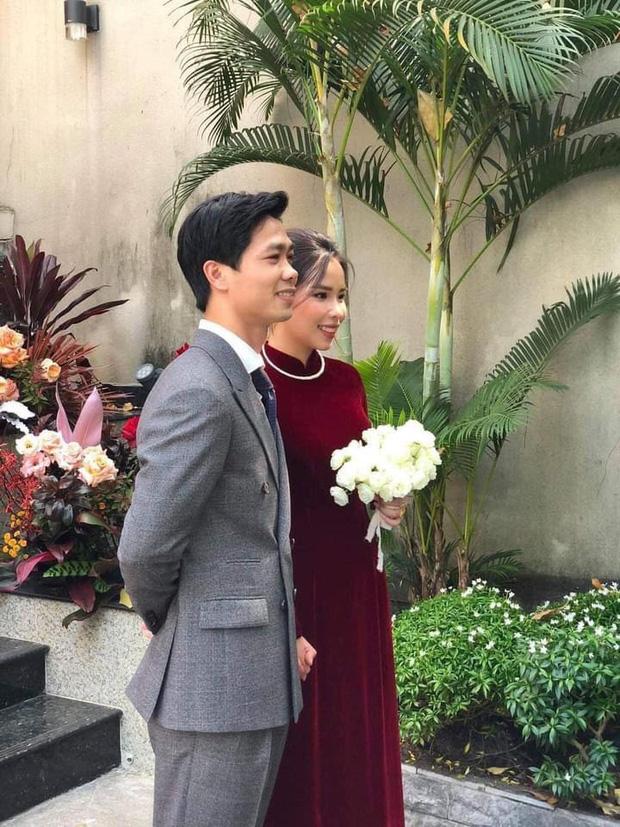 Chồng là cầu thủ quốc gia, vợ là ''thiên kim tiểu thư'' siêu giàu, nhưng đám cưới tại gia của Công Phượng sáng nay lại đơn giản đến khó tưởng cùng tiêu chí ''sang chứ không khoe''! 0