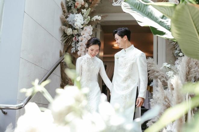 Chồng là cầu thủ quốc gia, vợ là ''thiên kim tiểu thư'' siêu giàu, nhưng đám cưới tại gia của Công Phượng sáng nay lại đơn giản đến khó tưởng cùng tiêu chí ''sang chứ không khoe''! 3