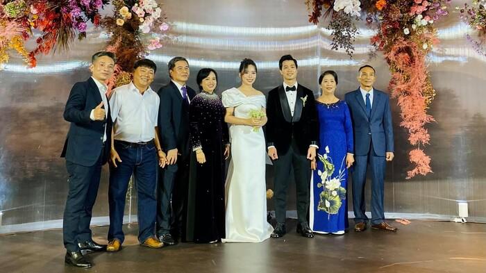 Gia đình hai bên của cô dâu và chú rể