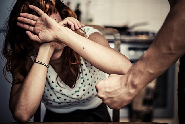 Người phụ nữ chịu sự hành hạ của gia đình chồng. Ảnh minh họa.