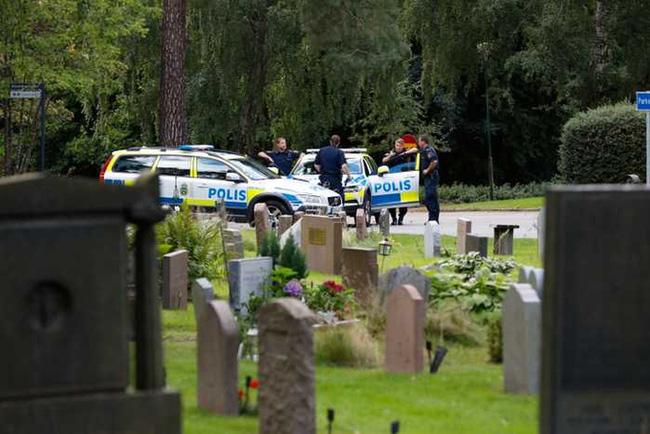 Khu vực nghĩa trang nơi 2 cậu bé bị tấn công.
