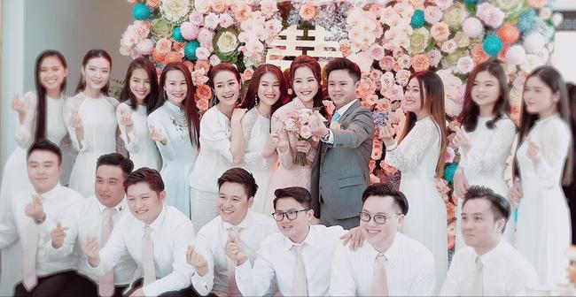 Dù rất vui vẻ trong lễ đính hôn nhưng cư dân mạng vẫn không hiểu sao Primmy Trương lại không follow lại Phan Thành.