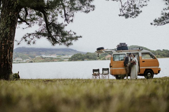 Quyền hiệu trưởng 9X đèo bạn gái đi 100km tìm thầy bói: Nghe phán xong, cả hai liền đi Đà Lạt chụp ảnh cưới 9