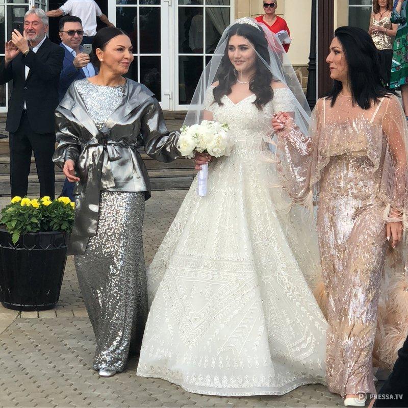 Sau đám cưới xa hoa với con trai của cựu quan chức, tiểu thư nhà tỷ phú Nga bị phanh phui vụ ngoại tình, 'kẻ thứ 3' có danh tính khủng không kém 2