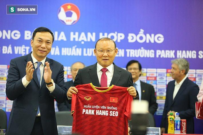Cảm xúc vui mừng của cả VFF và ông Park là điều dễ hiểu khi hai bên đã tìm được tiếng nói chung sau thời gian dài đàm phán.