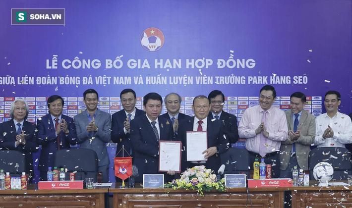 Vào sáng 7/11, tại Liên đoàn bóng đá Việt Nam (VFF) đã diễn ra Lễ công bố gia hạn hợp đồng với HLV Park Hang-seo. Bản hợp đồng mới giúp ông Park và bóng đá Việt Nam sẽ tiếp tục gắn bó với nhau trong 3 năm tới.