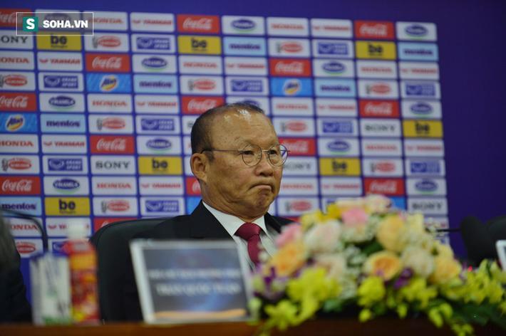 Nét căng thẳng của thầy Park phần nào được thể hiện khi lắng nghe các câu hỏi của truyền thông về mục tiêu với bóng đá Việt Nam trong thời gian tới.