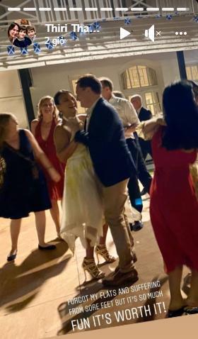 Thiri Thant Mon và Kelvin Gilmore tình tứ khiêu vũ trong bữa tiệc tối.