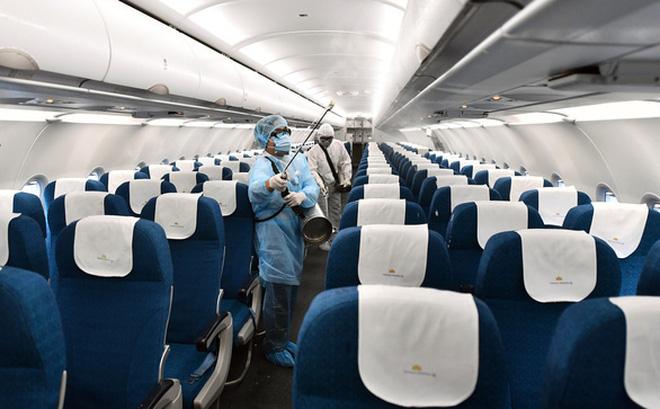 Hình ảnh khử trùng trên máy bay của VNA.