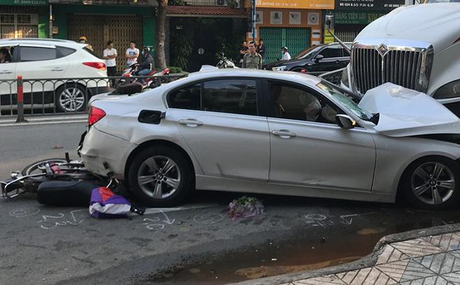 Xe container đâm văng dải phân cách, lao vào ô tô và nhiều xe máy khiến nhiều người bị thương 0