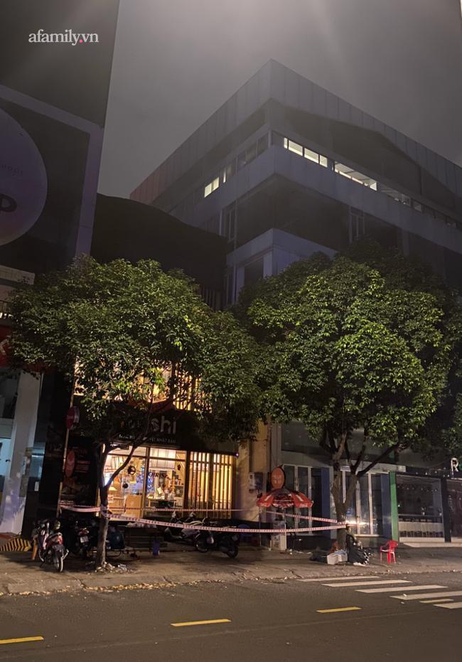 Quán Ishushi trên đường Cao Thắng (quận 3, TP.HCM) bị phong tỏa từ lúc nửa đêm.