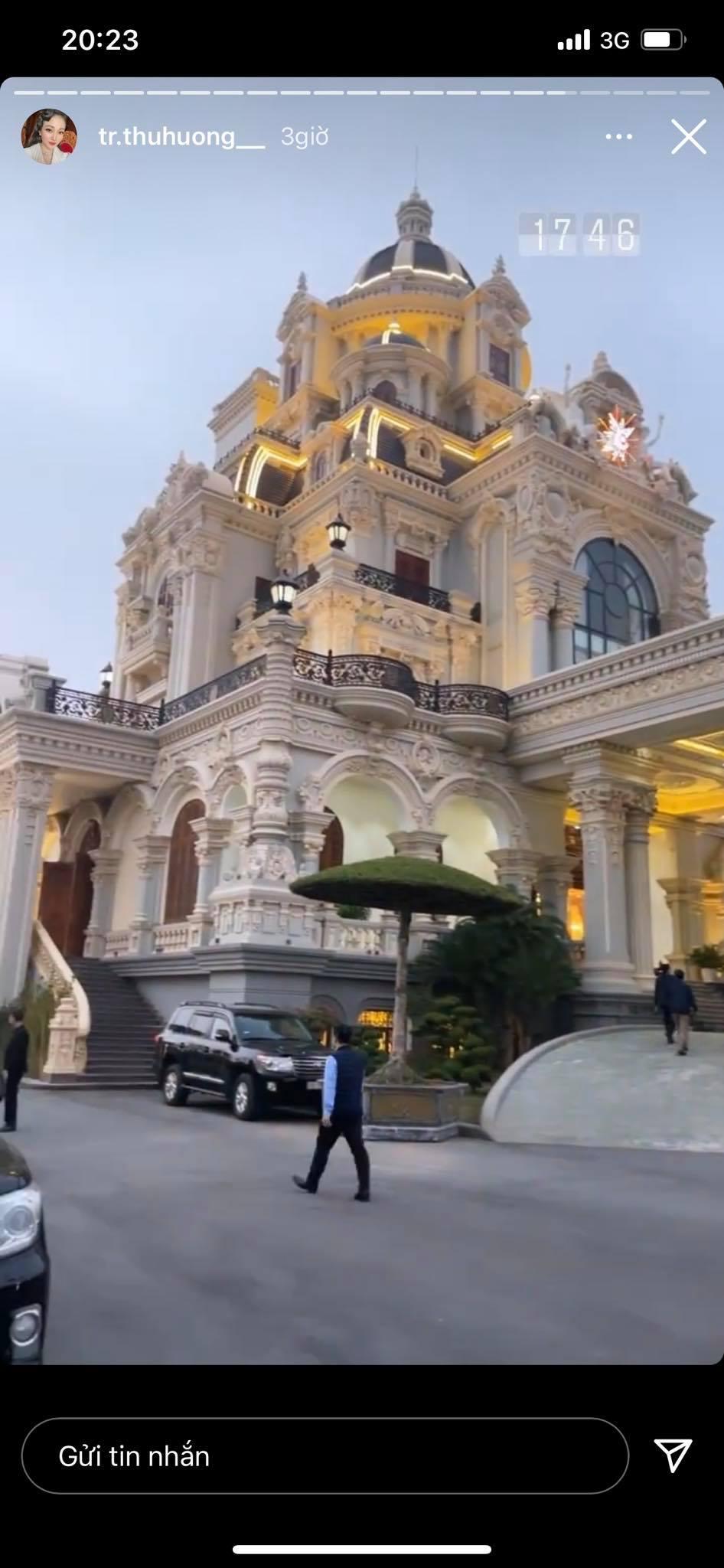 Cô dâu đeo 200 cây vàng bất ngờ chiếm trọn spotlight trên mạng xã hội khi tổ chức tiệc sinh nhật hoành tráng tại lâu đài xịn bậc nhất Nam Định 2