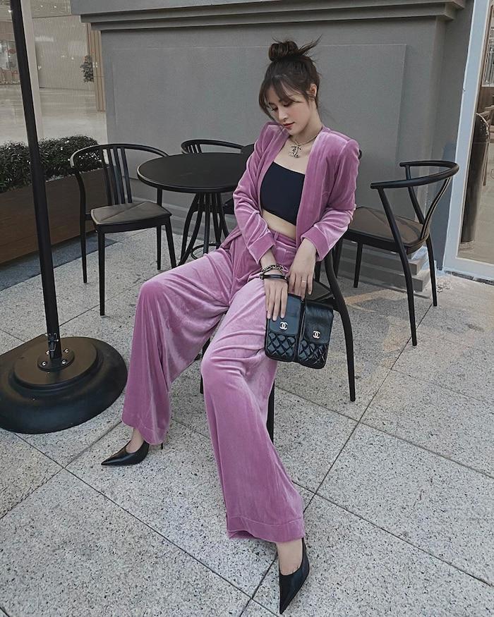 Chọn quần áo tài tình, tạo dáng thiên biến, quả thật Đông Nhi luôn biết cách khiến khán giả ngưỡng mộ bởi cả trong lĩnh vực ca hát đến thời trang.
