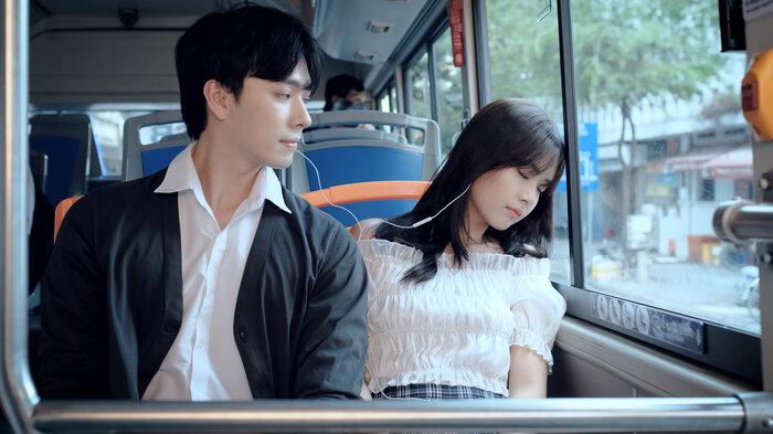 Lâm Vỹ Dạ, JSol vui mừng đón MV debut của hot boy Hà Nội có nụ cười toả nắng 1