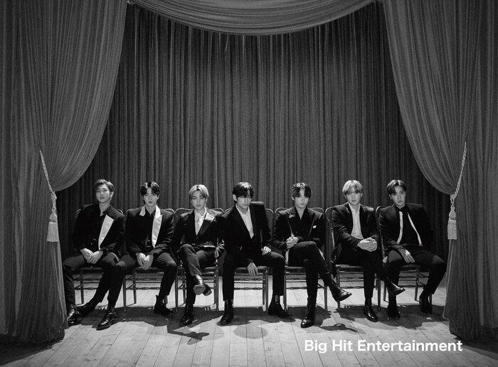BTS chiếm ngôi đầu bảng.