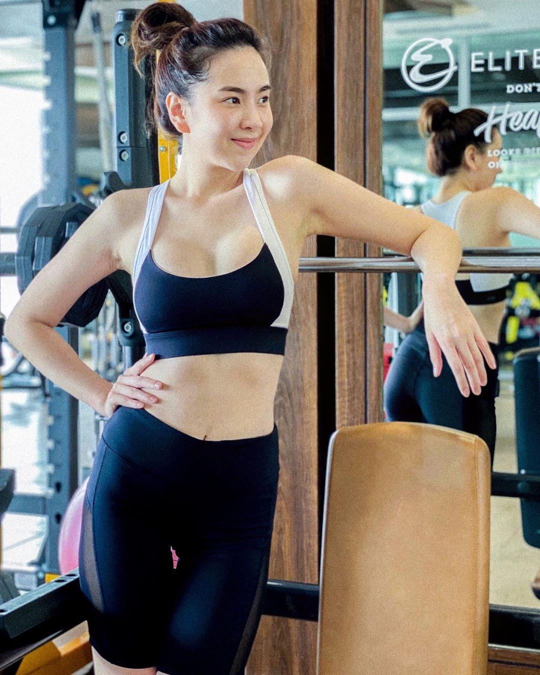 MC Mai Ngọc trông thế mà sexy ra trò, diện đồ gợi cảm khoe body và cơ bụng săn chắc thì gái đôi mươi cũng phải 'chạy dài' 2