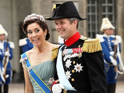 Mary, Công chúa Đan Mạch mặc chiếc váy màu xanh này vào năm 2010.