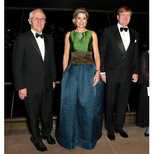 Năm 2016, bà đã sửa nó thành chiếc váy ba màu.