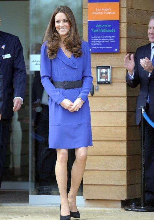 Kate mặc chiếc váy này 2 năm sau đó.
