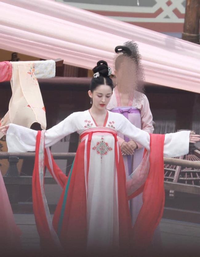 'Trường Ca Hành': Làm mỹ nữ thời Đường mà mặt quá thô, Địch Lệ Nhiệt Ba bị chê không bằng Cổ Lực Na Trát 4
