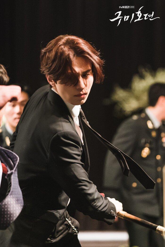 'Bạn trai tôi là hồ ly' tung poster ma mị: Lee Dong Wook - Jo Bo Ah ôm ấp, nhìn nhau đắm đuối 3