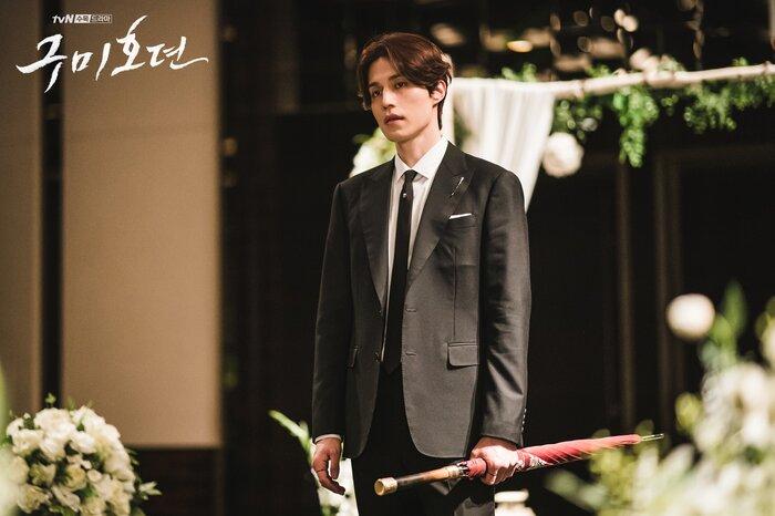'Bạn trai tôi là hồ ly' tung poster ma mị: Lee Dong Wook - Jo Bo Ah ôm ấp, nhìn nhau đắm đuối 6