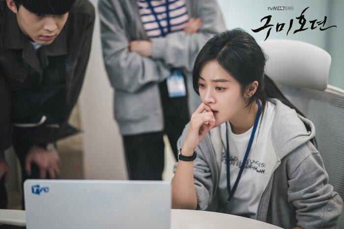 'Bạn trai tôi là hồ ly' tung poster ma mị: Lee Dong Wook - Jo Bo Ah ôm ấp, nhìn nhau đắm đuối 7