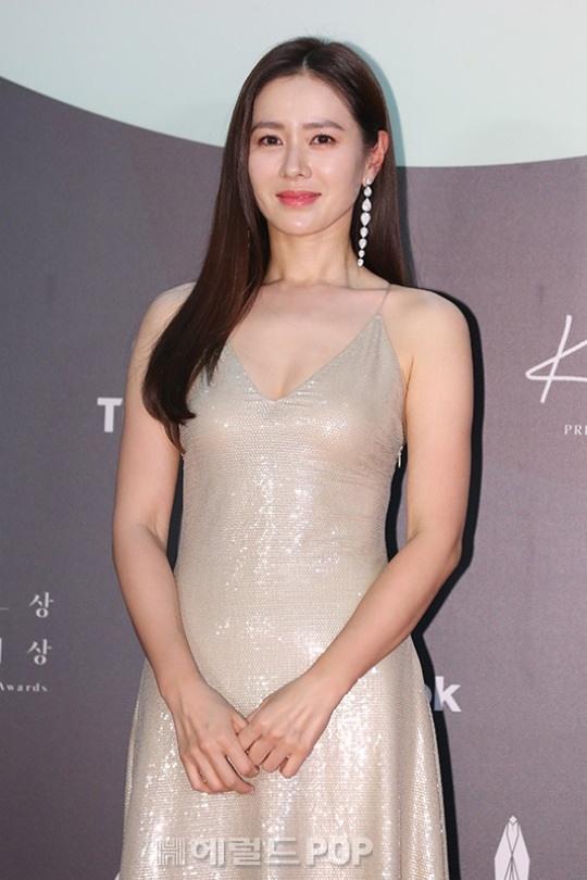 Son Ye Jin liên tục bị réo gọi trong các bài viết liên quan đến 'người tình tin đồn' Hyun Bin.