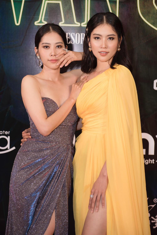 Nam Anh - Nam Em diện đầm xẻ khoe chân dài, vợ chồng Jay Quân - Chúng Huyền Thanh 'tình bể bình' diện đồ đôi đi xem show 10