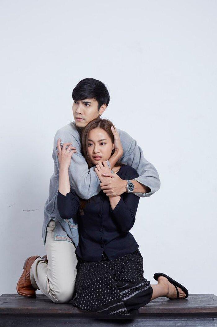 Cặp đôi Oom Eisaya và Mai Warit tái hợp trong phim làm lại 'Hồn ma sông Mekong' 0