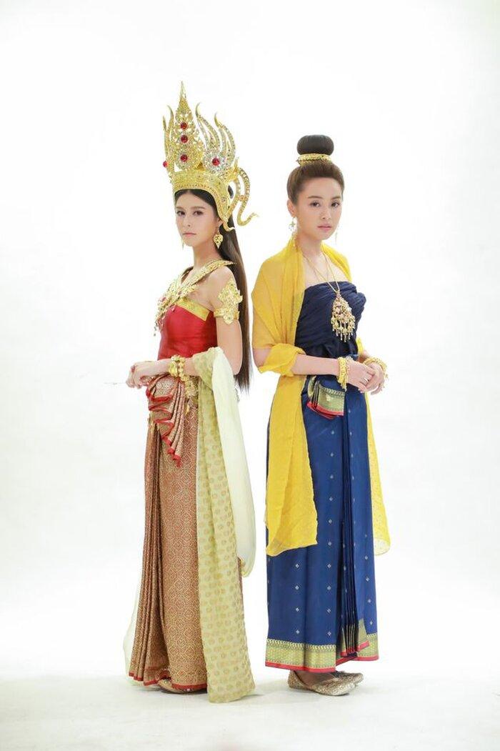 Cặp đôi Oom Eisaya và Mai Warit tái hợp trong phim làm lại 'Hồn ma sông Mekong' 8