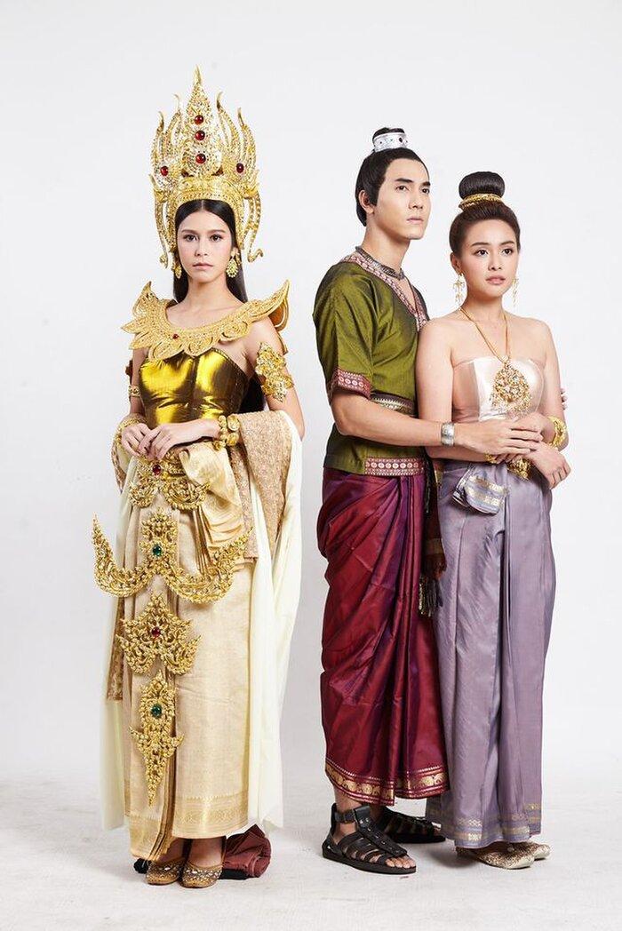 Cặp đôi Oom Eisaya và Mai Warit tái hợp trong phim làm lại 'Hồn ma sông Mekong' 7