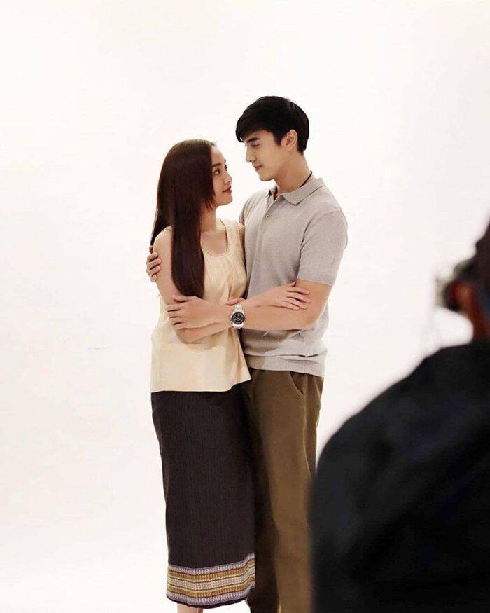 Cặp đôi Oom Eisaya và Mai Warit tái hợp trong phim làm lại 'Hồn ma sông Mekong' 10