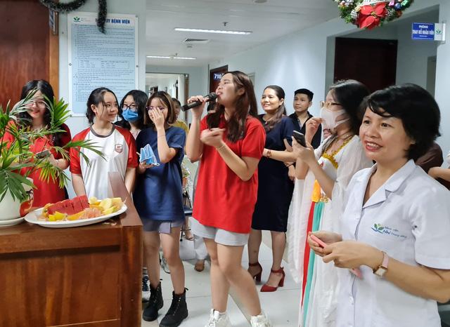 Nhóm học sinh lớp 11 trường Song ngữ Quốc tế Hanoi Academy tham gia các chương trình văn nghệ.