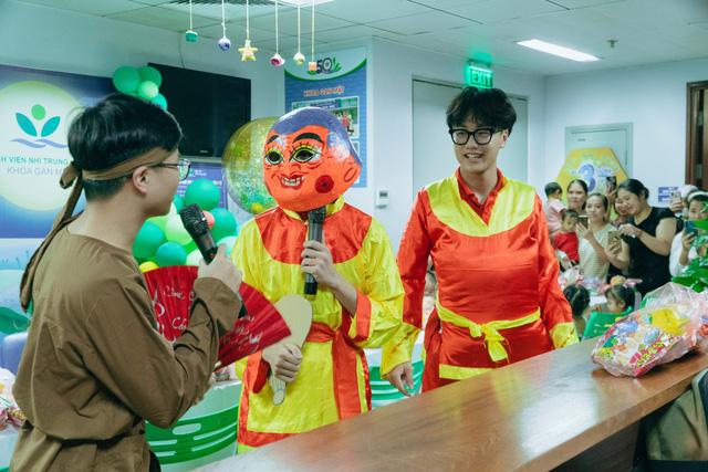 Vui Tết Trung thu cùng các 'chiến binh' Khoa Gan mật ở BV Nhi Trung ương 4