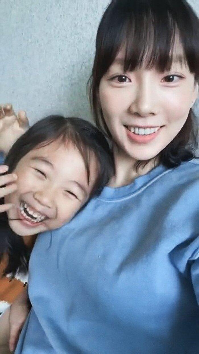 Taeyeon khoe những khoảnh khắc bên gia đình hiếm hoi giữa lịch trình bận rộn.