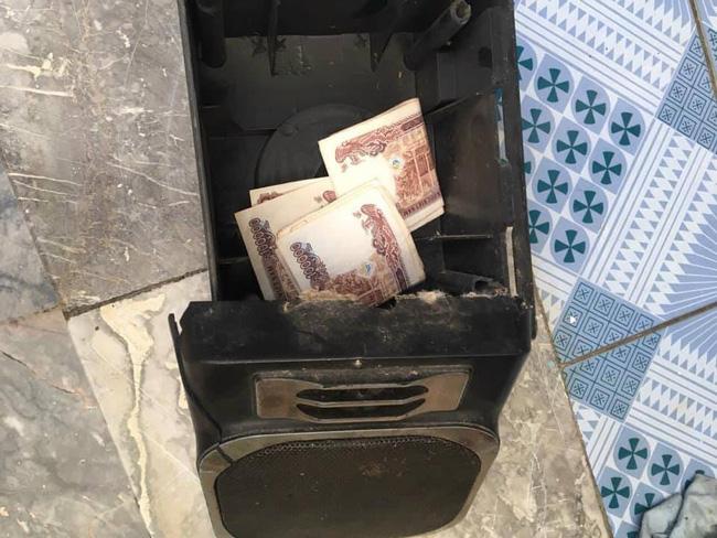 Rảnh rỗi mở chiếc loa cũ từ 'thời ông bà anh' ra vệ sinh, thanh niên phát hiện 'kho báu' khiến dân mạng thèm thuồng 1