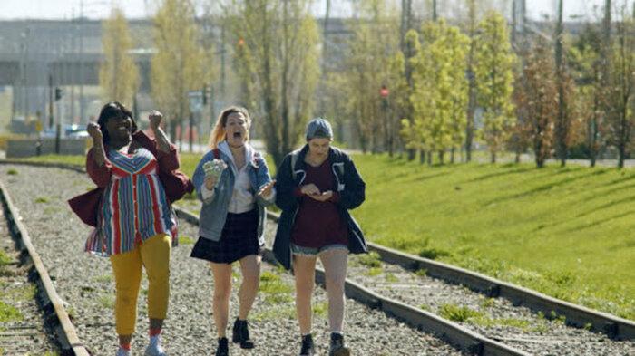 'Can You Hear Me?' mùa 2: Cuộc sống điên loạn của 3 cô gái sẽ trở lại Netflix vào tháng 11 tới 3