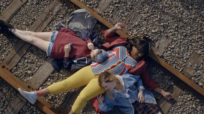 'Can You Hear Me?' mùa 2: Cuộc sống điên loạn của 3 cô gái sẽ trở lại Netflix vào tháng 11 tới 2