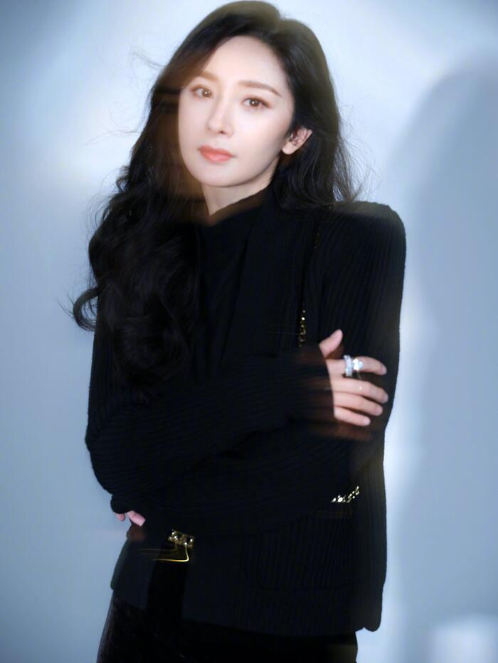 'Kim Ưng 2020' công bố Top 6 'Nam/nữ diễn viên được yêu thích nhất': Vương Nhất Bác - Triệu Lệ Dĩnh áp đảo số phiếu Dịch Dương Thiên Tỉ - Đàm Tùng Vận! 7