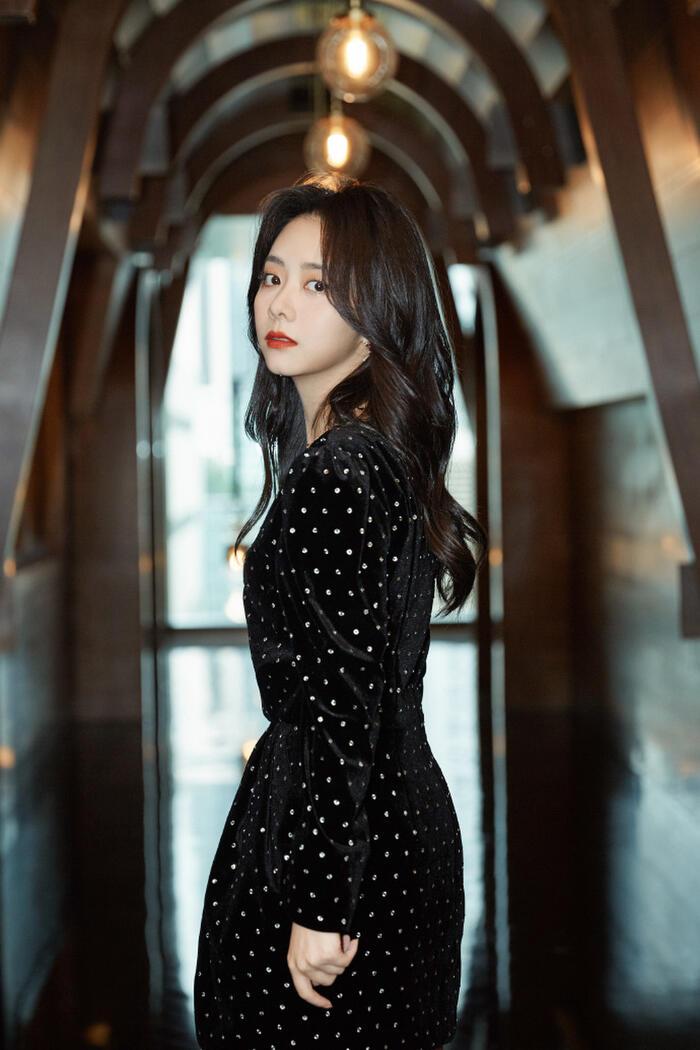 'Kim Ưng 2020' công bố Top 6 'Nam/nữ diễn viên được yêu thích nhất': Vương Nhất Bác - Triệu Lệ Dĩnh áp đảo số phiếu Dịch Dương Thiên Tỉ - Đàm Tùng Vận! 5