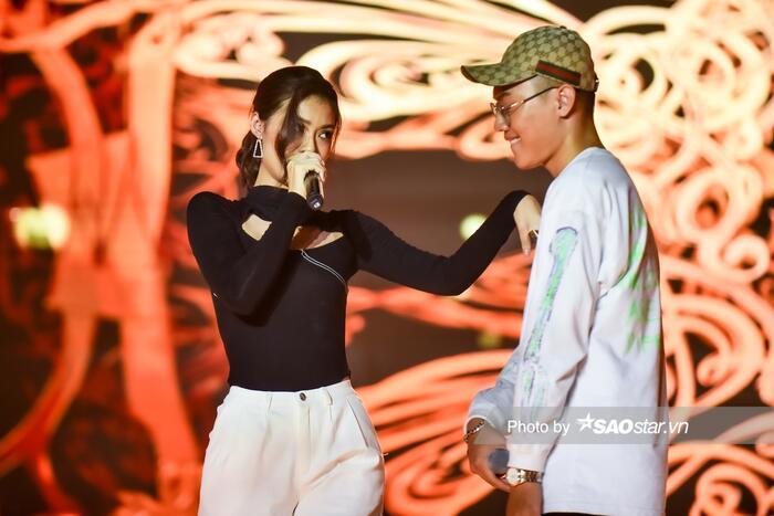 VY Jacko 'đứng hình 5s' vì đấu loại với Kiều Loan, Văn Mai Hương 'tung chiêu' giúp sàn đấu 'King Of Rap' thêm rực lửa 1