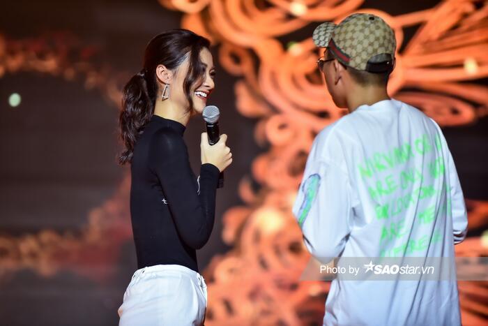VY Jacko và Kiều Loan cùng Văn Mai Hương nỗ lực luyện tập cho tiết mục trình diễn.